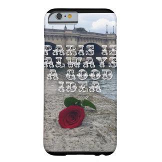 Um rosa na capa de telefone de Paris