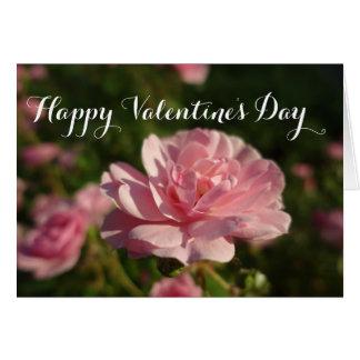 Um rosa por um feliz dia dos namorados do rosa cartão