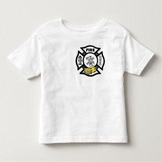 Um salvamento amarelo do carro de bombeiros camiseta infantil