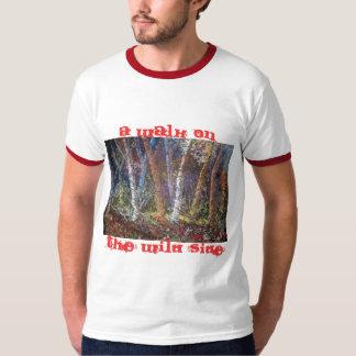 Uma caminhada na camiseta lateral selvagem
