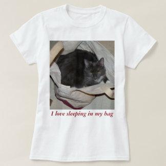 Uma camisa bonito do gato