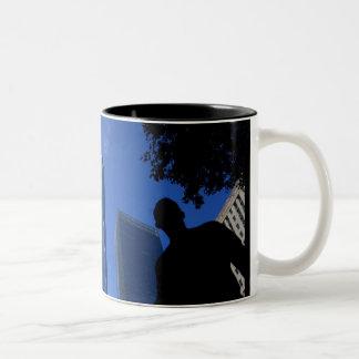 Uma caneca de café do obervatório do mundo (torre
