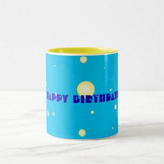 Uma caneca do feliz aniversario