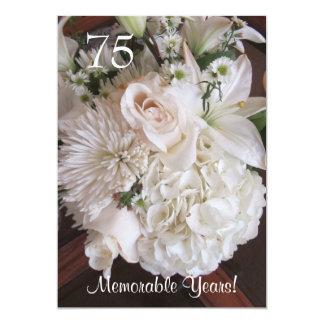 Uma celebração de 75 aniversários/floral branco convite 12.7 x 17.78cm
