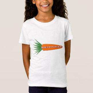 Uma cenoura para a rena do Natal caçoa a camisa de
