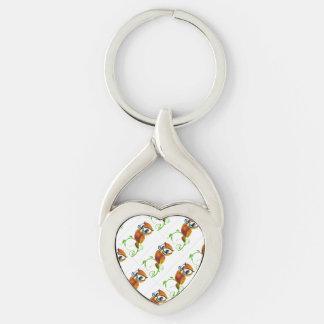 Uma coruja sábia bonito com desenhos animados dos chaveiro coração torcido cor prata
