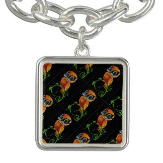 Uma coruja sábia bonito com desenhos animados dos  charm bracelets