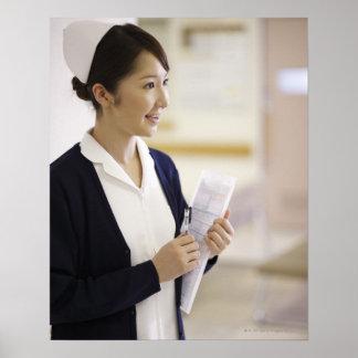 Uma enfermeira de sorriso poster