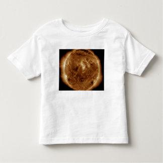 Uma falha escura na atmosfera do sol tshirt