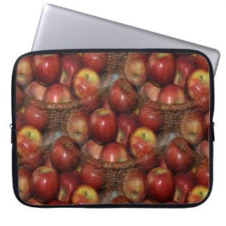 Uma maçã um o dia… capa para laptop