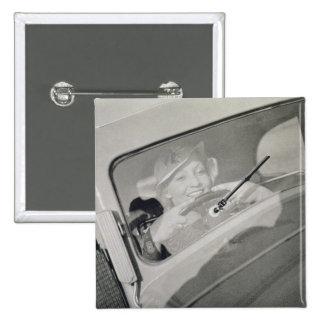 Uma mulher que conduz, c.1930s (fotogravura) bóton quadrado 5.08cm