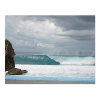 Uma onda de Guam Cartão Postal