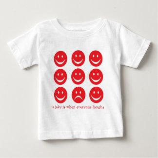 Uma piada é quando todos ri tshirt
