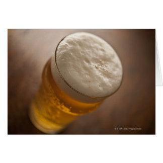 Uma pinta da cerveja pilsen, foco raso do lir cartão comemorativo