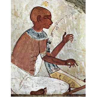 Uma pintura mural de um músico cego que joga uma h escultura de foto