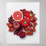 Uma seleção de frutas & de vegetais vermelhos posteres