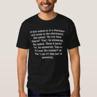 Uma senhora andou dentro a uma farmácia e falou tshirts