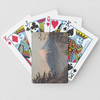 Uma vista da montagem Fusiyama com figuras no Fore Baralhos Para Pôquer