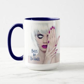 Unhas impressionantes pela caneca de café de
