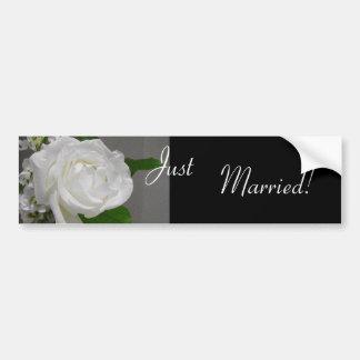 Único autocolante no vidro traseiro do casamento d adesivos