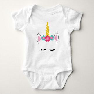 Unicórnio uma camisa do bebê da parte