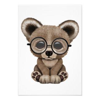 Urso bonito Cub de Brown com vidros do olho Convites Personalizados