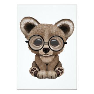 Urso bonito Cub de Brown com vidros do olho Convite 8.89 X 12.7cm