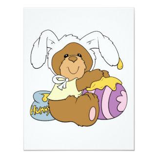 Urso bonito do coelhinho da Páscoa Convite Personalizados