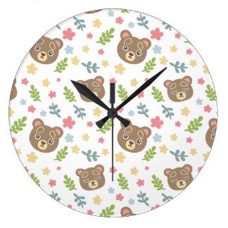 Urso bonito do primavera relógios de paredes