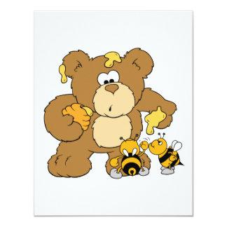 Urso bonito que rouba o mel convite personalizado