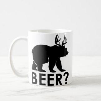 Urso + Cervos = cerveja?  Caneca de café engraçada