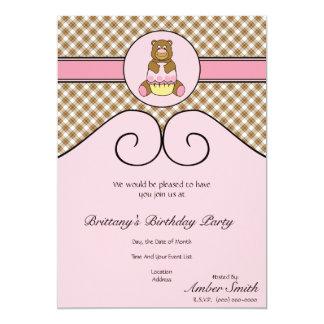 Urso com convite cor-de-rosa da xadrez de Brown do Convite 12.7 X 17.78cm