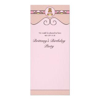 Urso com convite cor-de-rosa dos diamantes do convite 10.16 x 23.49cm