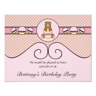 Urso com convite cor-de-rosa dos diamantes do convite 10.79 x 13.97cm