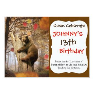 Urso de Brown que escala na árvore Convite 12.7 X 17.78cm