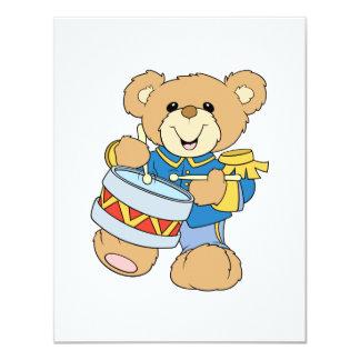 Urso de ursinho bonito do baterista convites personalizado