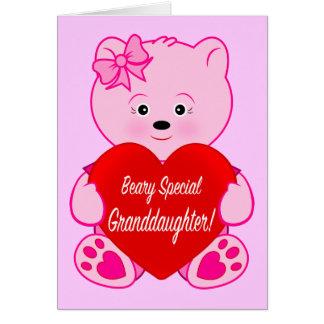 Urso de ursinho com a neta do aniversário do cartão comemorativo