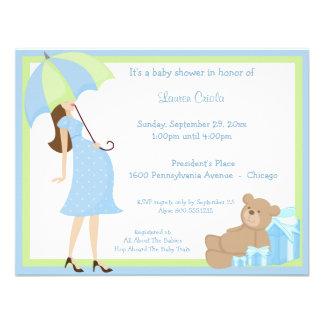 Urso de ursinho e convite azul do chá de fraldas d
