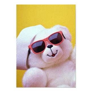 Urso de ursinho legal com sunglass convite personalizado