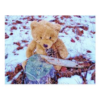 Urso de ursinho na neve, matiz do azul da sarja de cartão postal