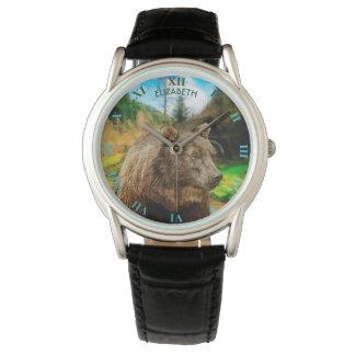 Urso de urso grande e paisagem bonita das relógio