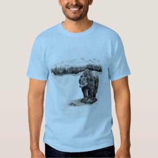 Urso de urso no t-shirt da rocha
