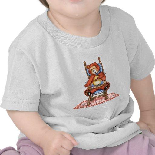 Urso de Zachary em uma cadeira alta Camiseta