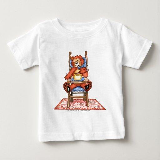Urso de Zachary em uma cadeira alta T-shirt