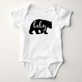 Urso do bebê uma camisa da parte