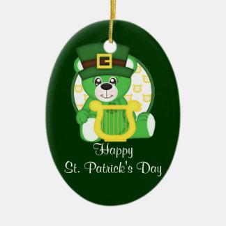 Urso do dia de St Patrick Ornamento De Cerâmica Oval