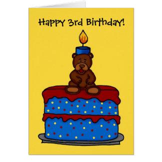 urso do menino no cartão do bolo de aniversário de