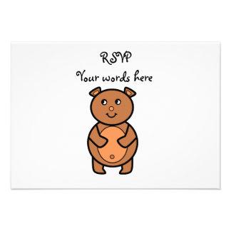 Urso marrom de sorriso convites