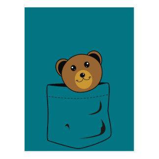 Urso no bolso cartão postal