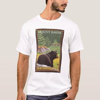 Urso preto na floresta - padeiro da montagem, camiseta